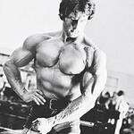 Frank Zane trains shoulders
